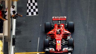 Sebastien Vettel supera Kimi Raikkonen nos boxes e vence o GP de Mônaco