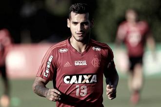 Em entrevista a jornal peruano, técnico do Bordeaux confirma interesse em Trauco, do Flamengo
