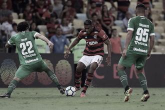 Após reclamações sobre gramado, Maracanã anuncia paralisação dos jogos, mas Fla não será afetado