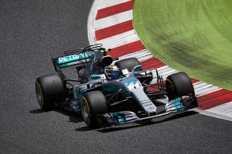 """Bottas """"regala"""" la vittoria a Hamilton in Spagna"""