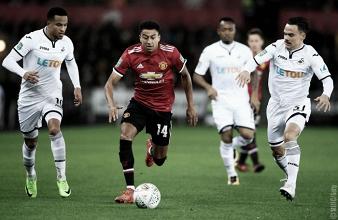 Lingard, in questa foto, passa in mezzo a Roque Mesa ed Olsson. | Manchester United, Twitter.