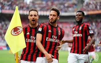 Calhanoglu esulta dopo il gol dell'1-0 odierno da lui siglato. | AC Milan, Twitter.