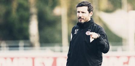 """Após vitória no fim, Van Bommel enaltece postura do PSV: """"Continuamos lutando e nos levantamos"""""""