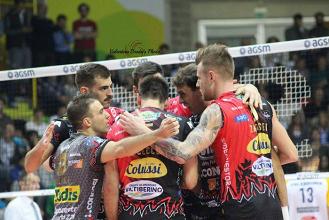 Volley M - La Sir Safety Perugia supera Trento e conserva la vetta solitaria della Superlega UnipolSai