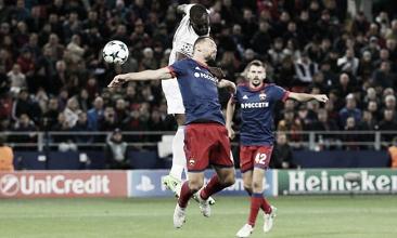 Il colpo di testa di Lukaku che vale lo 0-1 per lo United   The Guardian