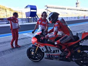 """MotoGp, Ducati - Lorenzo: """"Con Valentino il rapporto non è ottimo, ma lo stimo!"""