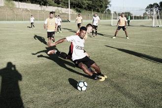 Ainda longe de Salvador, Vitória inicia trabalhos para duelo contra Chapecoense