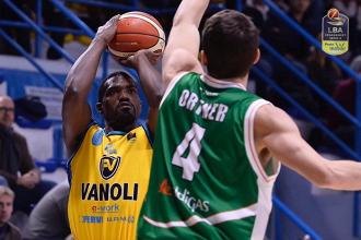 Legabasket: Fontecchio subito progatonista con Cremona, Avellino crolla dopo 20 minuti