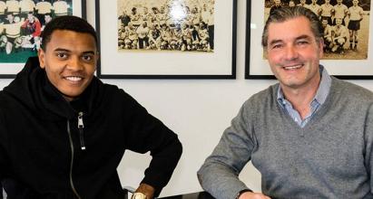 Borussia Dortmund sign Swiss defender Manuel Akanji