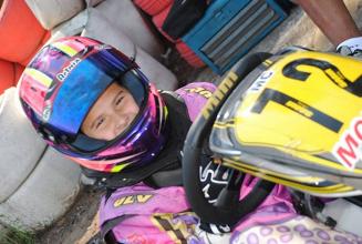 Antonella Bassani busca vaga para Mundial de kart em Portugal