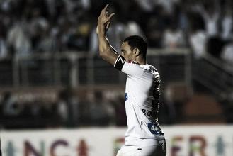 """Decisivo na partida, Ricardo Oliveira destaca empenho: """"Melhora a cada jogo"""""""