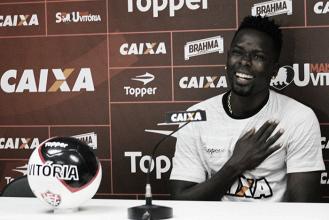 """Zagueiro Kanu afirma ótimo condicionamento físico: """"Pronto para ajudar o Vitória"""""""