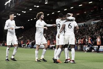 Com time misto, Manchester United joga para o gasto e derrota Bournemouth