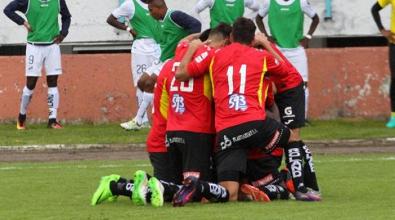 Liga de Quito pierde en Cuenca y se ahonda más en su crisis