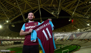 West Ham United complete £10.2 million signing of midfielder Robert Snodgrass