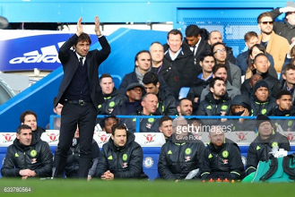 Chelsea boss Antonio Conte highlights Manchester United as league title contenders