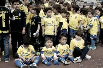 Un estadio lleno de niños