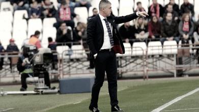 Análisis del entrenador rival: Lucas Alcaraz, experiencia en banquillos.