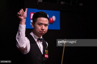 Qualifiers Xiao Guodong and Graeme Dott make their mark at the Crucible