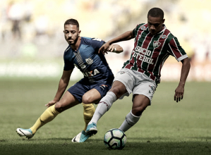 Meia santista, Jean Mota discorda do pênalti marcado para o Fluminense