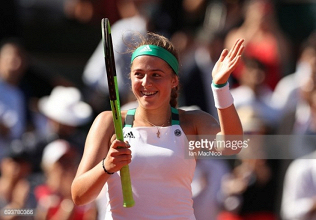 French Open 2017: Jelena Ostapenko reaches first Grand Slam final with hard-fought win over Timea Bacsinszky