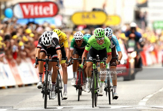 Uran wins photo finish of chaotic Ninth stage of Le Tour