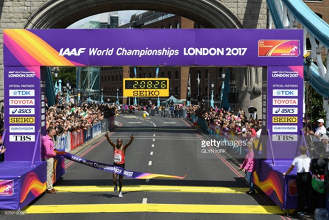 Kenya's Geoffrey Kirui takes Marathon gold as Britain's Callum Hawkins falls just short of the medals