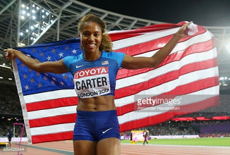 London 2017: Kori Carter outkicks Dalilah Muhammad to take 400metre hurdles gold