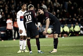 Neymar e Cavani discutem sobre bola parada durante vitória do PSG; veja