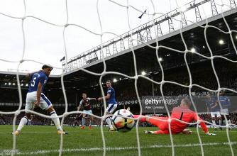 Everton 0-1 Burnley: Cool Jeff Hendrick finish turns the heat up on Ronald Koeman