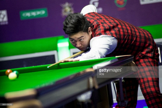 17-year old Yan Bingtao stars in the early rounds of the International Championship