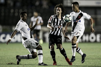 Cinco bolas na trave, 'milagres' de Victor e bom jogo: Vasco e Atlético-MG empatam no Rio de Janeiro