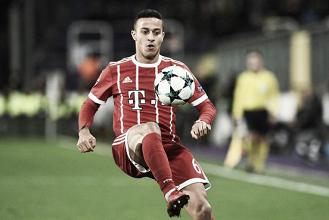 Possível grave lesão de Thiago Alcántara preocupa comissão técnica do Bayern