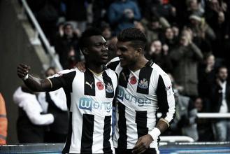 Christian Atsu firma de manera permanente por el Newcastle