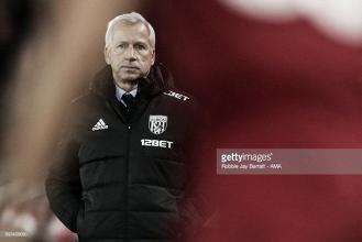 Alan Pardew apunta alto ante el Manchester United