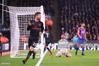 Crystal Palace 2-3 Arsenal: Gunners keep pace in race for top four
