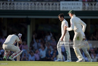 The Ashes: Fifth Test Day One - New ball breathes new life for Aussies as England falter