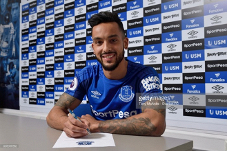 Everton complete signing of Theo Walcott from Arsenal