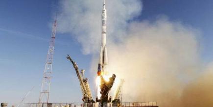 La torche olympique dans l'espace