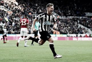 Newcastle volta a vencer em casa, bate Manchester United e respira na Premier League