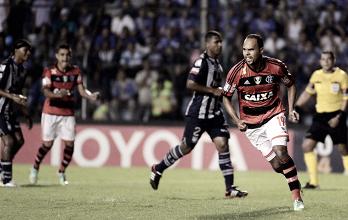 Recordar é viver: com gol de Paulinho no fim, Flamengo venceu Emelec na Libertadores em 2014