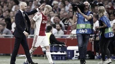 """Erik ten Hag aprova atuação do Ajax e comemora resultado: """"Ficamos em uma boa posição"""""""