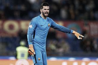 Roma recusa grande oferta do Napoli pelo goleiro Alisson, diz jornalista italiano