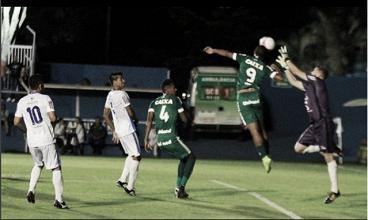 Goiás vence Aparecidense com gols de atacantes estreantes