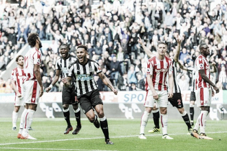 Newcastle faz dever de casa, bate Stoke City e entra no G-4