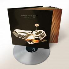 Arctic Monkeys anuncia lançamento de 'Tranquility Base Hotel & Casino', novo álbum da banda