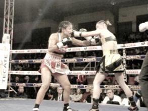 """Emocionante combate entre la """"Ametralladora"""" Muciño y la """"Rubia"""" Sandoval con final controvertido"""