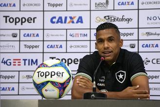 """Arnaldo questiona arbitragem e lamenta erros no ataque: """"Faltou nosso último terço"""""""