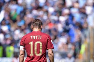 Roma-Genoa, ultimo atto, l'Olimpico abbraccia il suo Capitano e la Champions