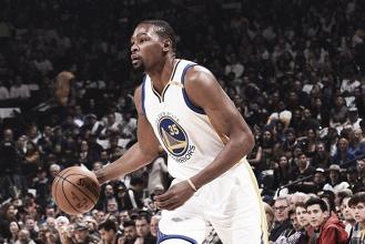 Warriors supera Lakers na última partida da temporada regular